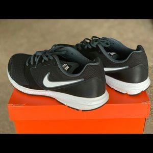 Nike men's size 11 wide width